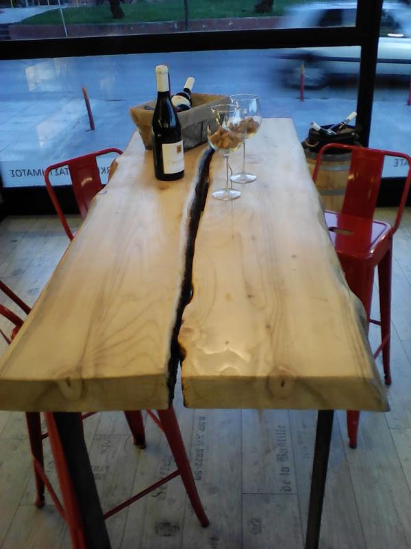 Τραπέζι από αξεφάρδιστο μαδέρι ερυθρελάτης