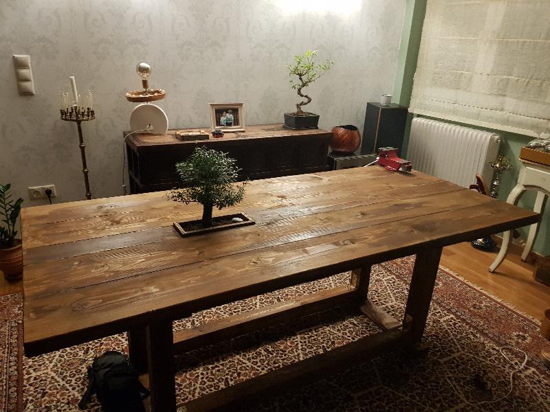 Τραπέζι φαγητού από μαδέρι οικοδομικής ξυλείας
