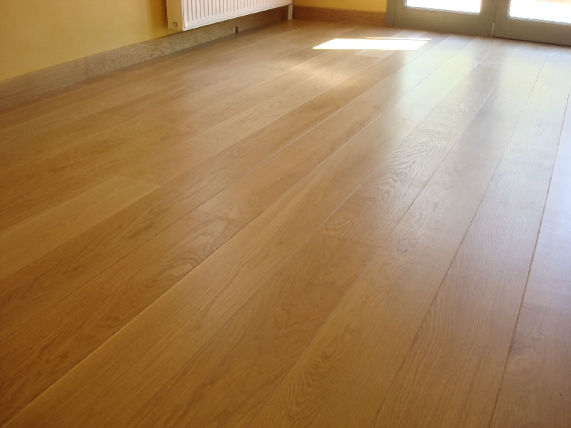Πάτωμα καρφωτό με φαρδιές δρύινες σανίδες