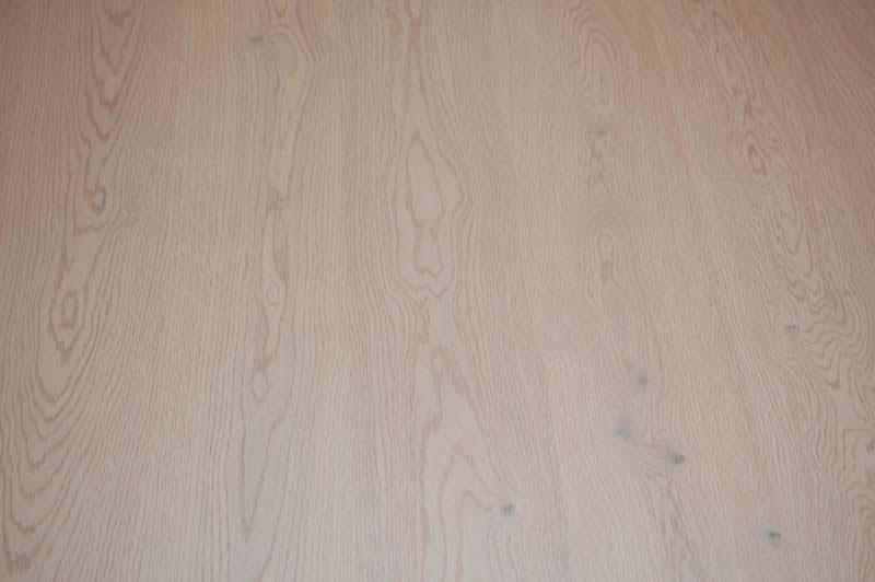 Πάτωμα προγυαλισμένο σε DKP βαφή