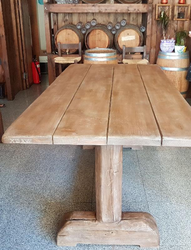 Τραπέζι από μαδέρι ερυθρελάτης